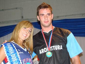 Gysele Rezende, aluna da Faculdade de Educação Física e Esporte (Fefesp), e Raphael Perez Lopes, da Arquitetura UNISANTA, são os legitimos soberanos dos XXIV Jogos da UNISANTA
