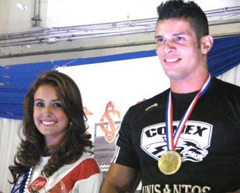 Nathalia Luani Figueira, da Administração Unisanta e Lucas Mesquita Silva, da Comércio Exterior Unisantos, foram eleitos Rainha e Rei dos Jogos da Unisanta, em 2010