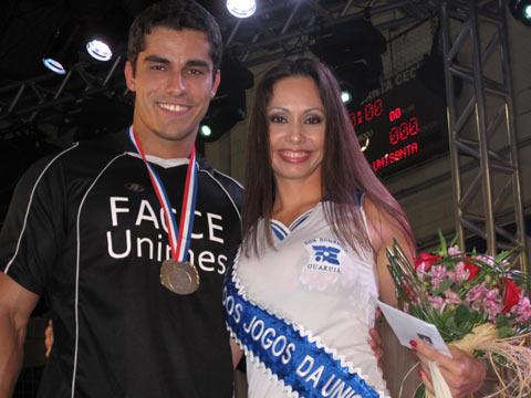Marlin Cristina Lemos, da Administração de Empresas Don Domênico, de Guarujá, e Diego Carrera, da Facce Unimes