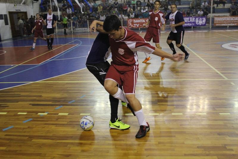 af01cffc1e Educação Física Unaerp faz 7 a 0 em cima da Odonto Unisanta no futsal