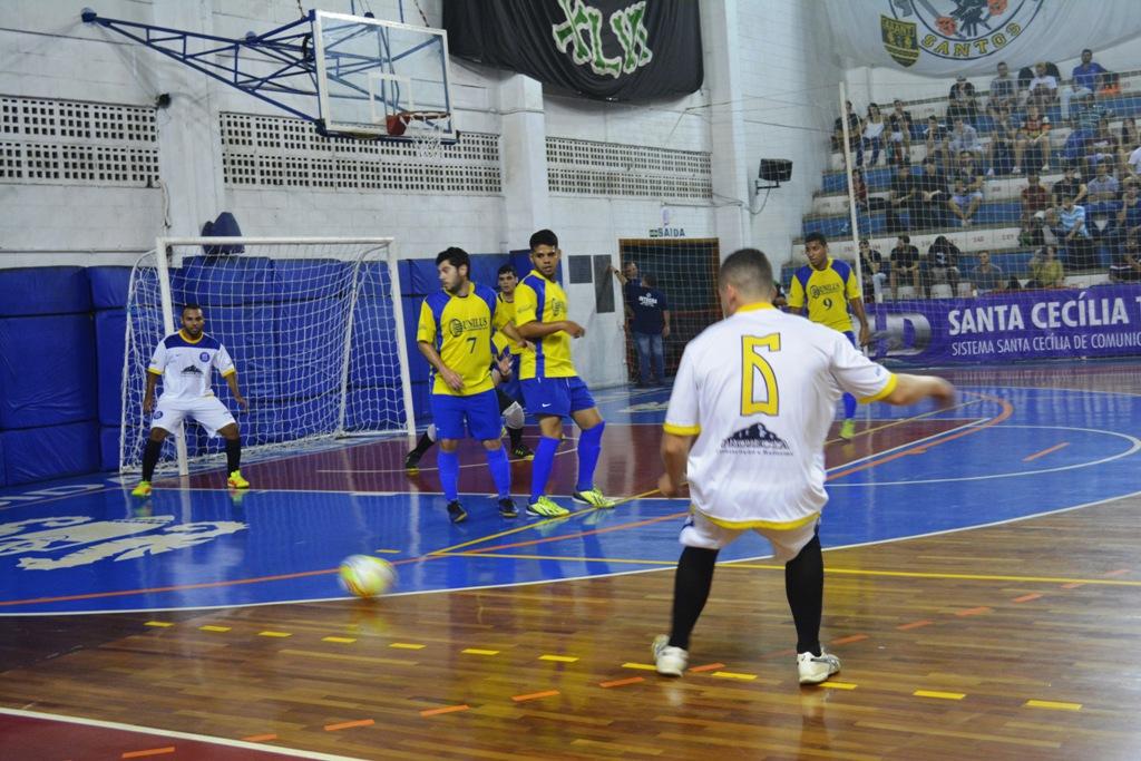 fa50bdad7bcd5 Educação Física Unaerp derruba Administração e avança no futsal